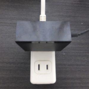 電源アダプターをコンセントへ差す。